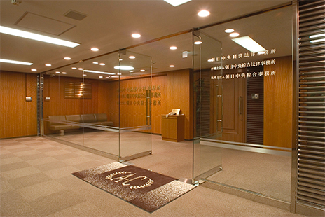 大阪事務所のエントランスの写真