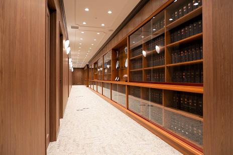 大阪事務所の廊下風景