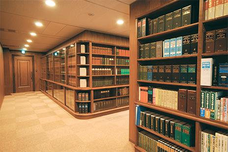 東京事務所の廊下風景